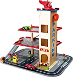 Parkhaus 'Rasante Abfahrt', Parkgarage aus Holz mit 3 Etagen, Aufzug und Hubschrauberlandeplatz auf...