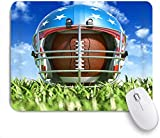 Gaming Mouse Pad Rutschfeste Gummibasis, Sport American Football Helm über dem ovalen Ball auf dem...