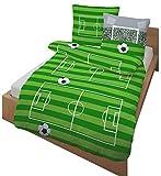 Fein Biber Kinder Bettwäsche ' AUF GEHT`S ... TOOOR ! ' Fußball, Stadion & Spielfeld grün, grau 2...